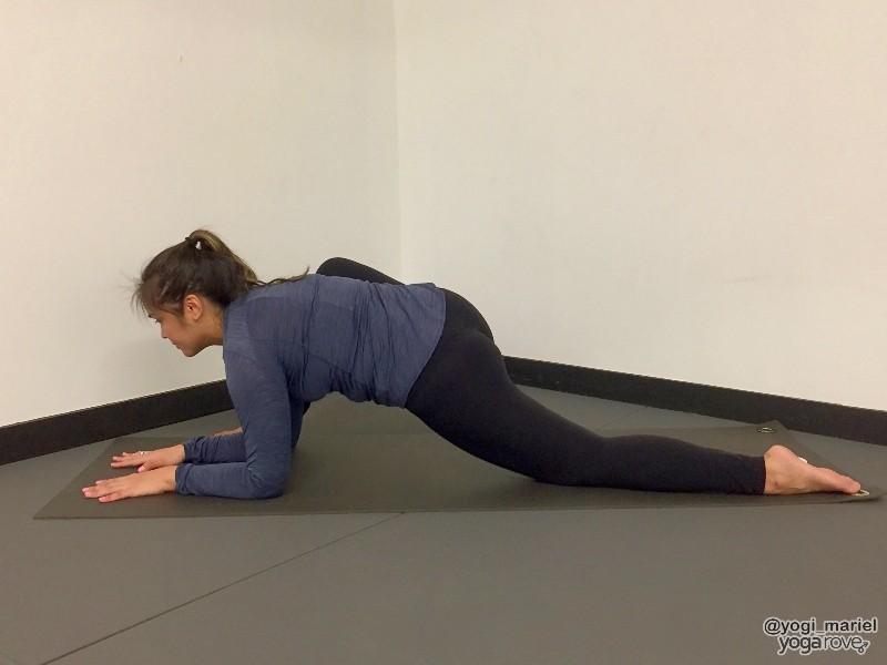 yogi practicing lizard pose for sore muscles